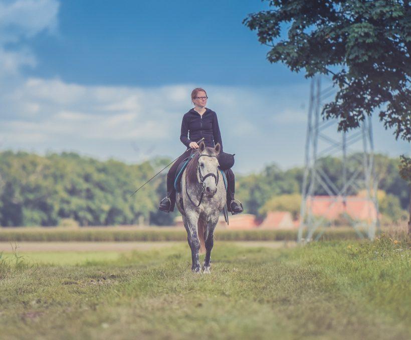 W co należy zaopatrzyć się do jazdy konnej?